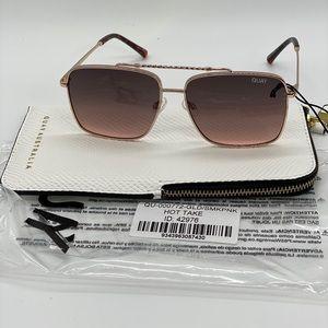 Quay HOT TAKE Sunglasses Gold/Smoke Pink
